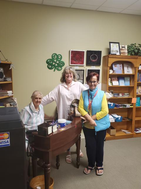 bookstore volunteers
